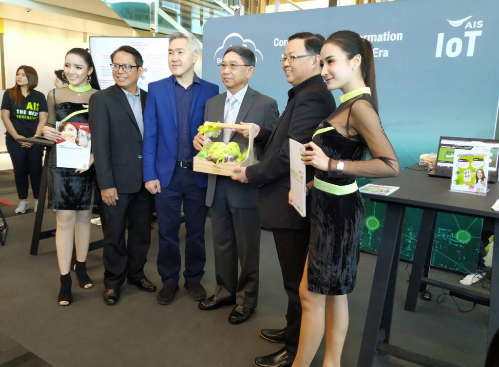 พลอากาศเอก ดร.ประจิน จั่นตอง รองนายกรัฐมนตรี ประธานในพิธีเปิดงาน Thailand Software Fair 2018